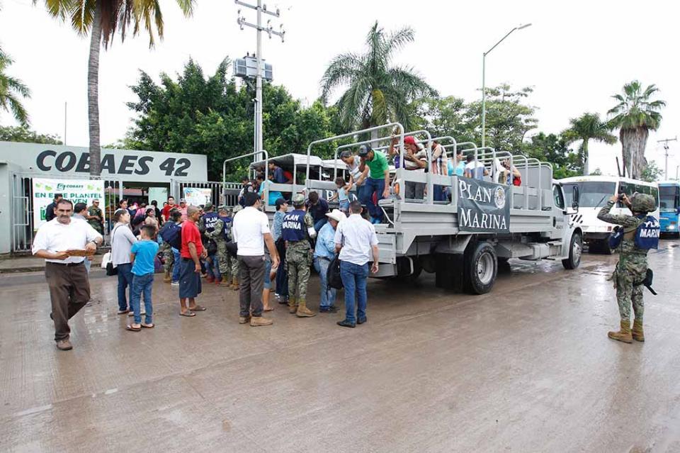 Marina evacúa a casi dos mil pobladores del municipio donde llegará Willa