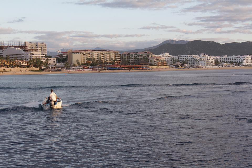 """Prende """"Willa"""" las alertas en Los Cabos por mar de fondo"""