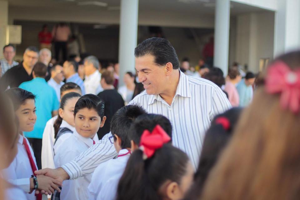Presiden autoridades el tercer Lunes Cívico ciudadano
