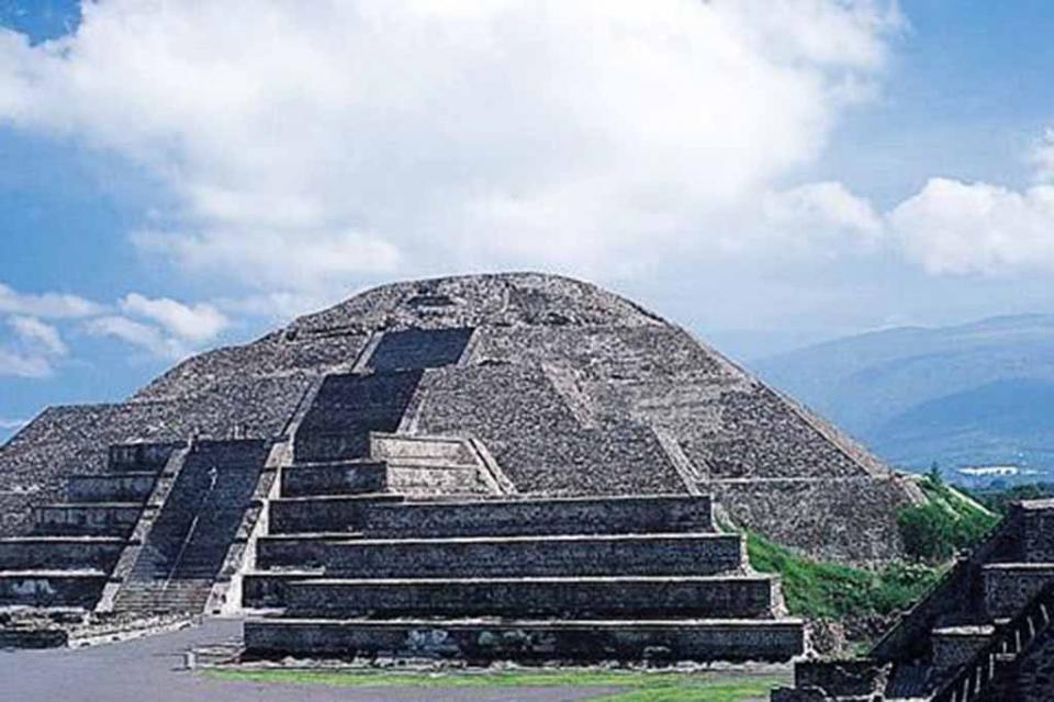 Descubren cámara y túnel bajo la Pirámide de la Luna en Teotihuacán