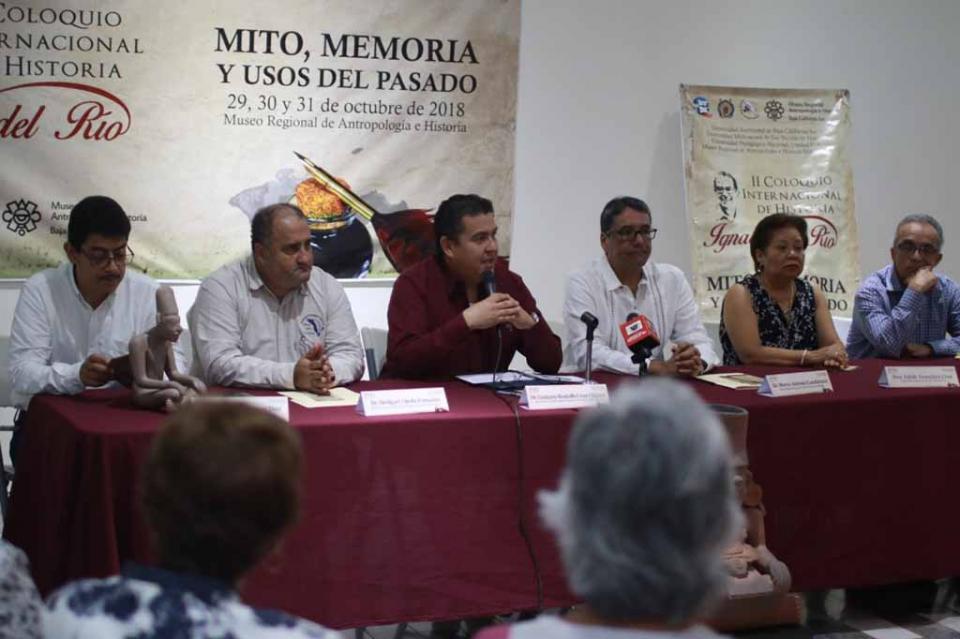 Académicos e investigadores honran al historiador Ignacio del Río