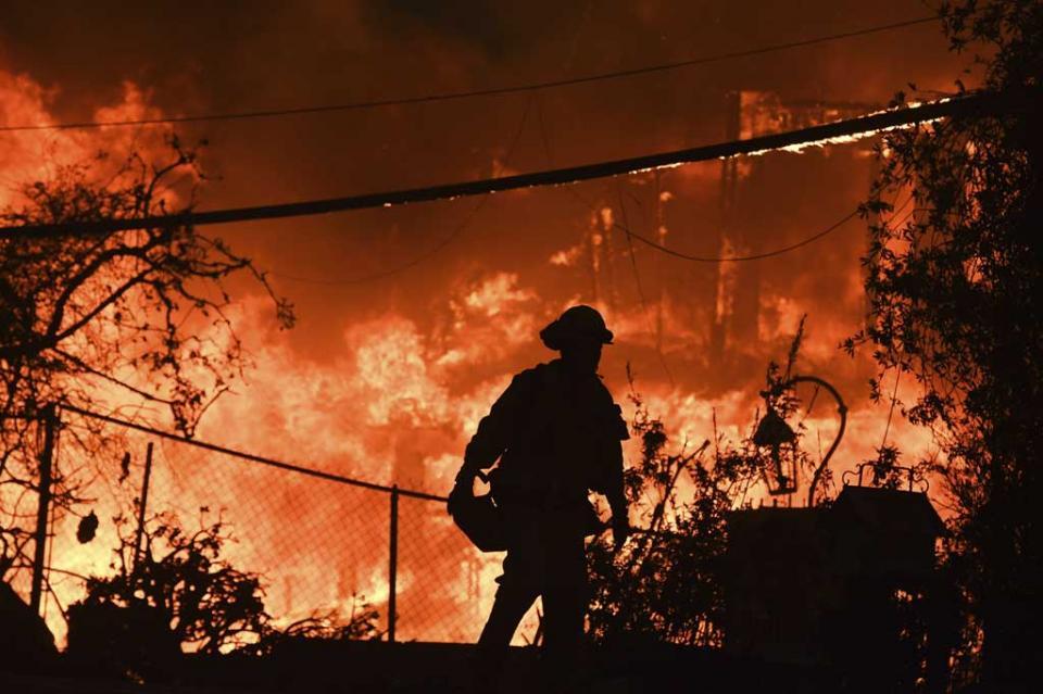 Gobernador de California pide se declare desastre mayor a los incendios