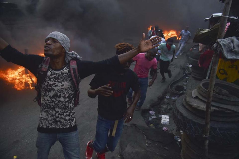 Amanece Haití paralizado tras noche de violentas protestas