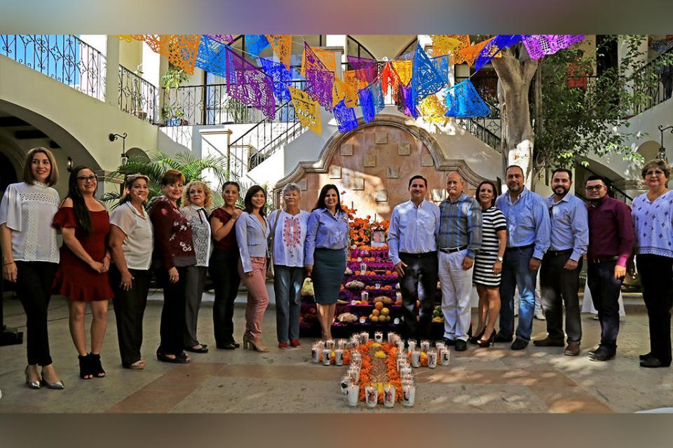 """Dedican Altar de Muertos a la profesora concepción """"Conchita"""" Olachea"""