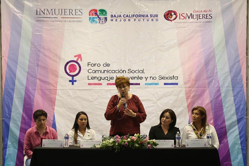 Inaugura Rosa Delia Foro de Comunicación Social, Lenguaje Incluyente y No Sexista