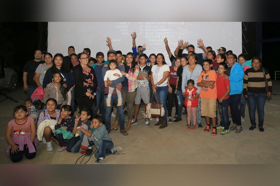Llega cine en tu colonia a primaria rural Juan de la Barrera en Palo Escopeta