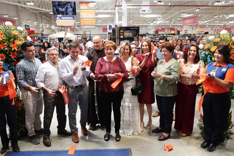 """Centro comercial """"CHEDRAUI"""" abre su segunda sucursal en Cabo San Lucas"""