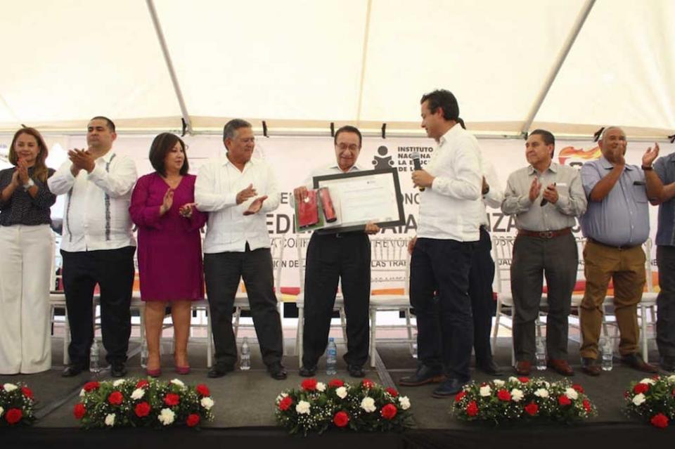 Isaías González Cuevas, un gran aliado de la Educación de México y BCS: INEA