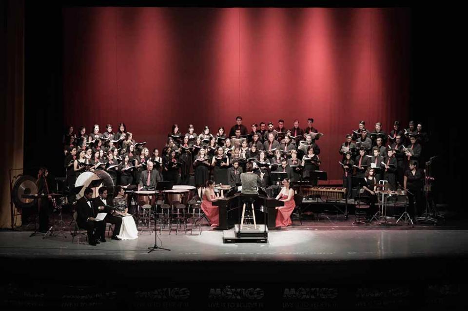 """Asiste alcaldesa de Los Cabos a la presentación del coro monumental """"Carmina Burana"""""""