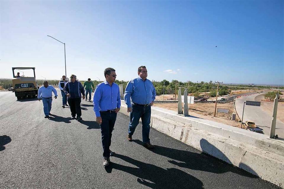 Visita gobernador obras de construcción de distribuidor vial norte