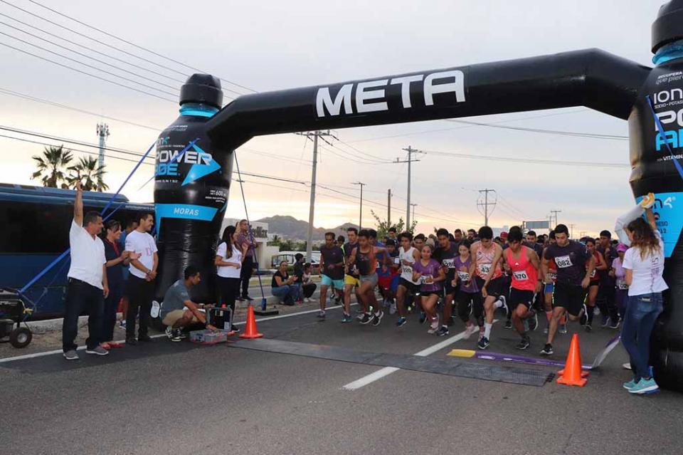 Participa administración municipal en la décima carrera Sunset Run