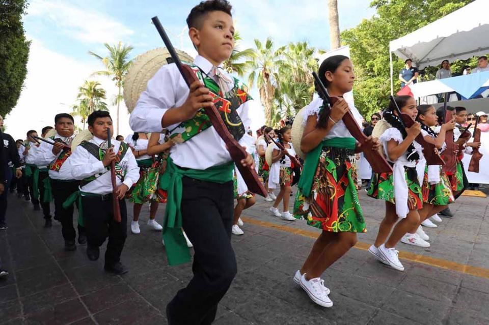 Encabeza gobernador Carlos Mendoza Aniversario de la Revolución Mexicana