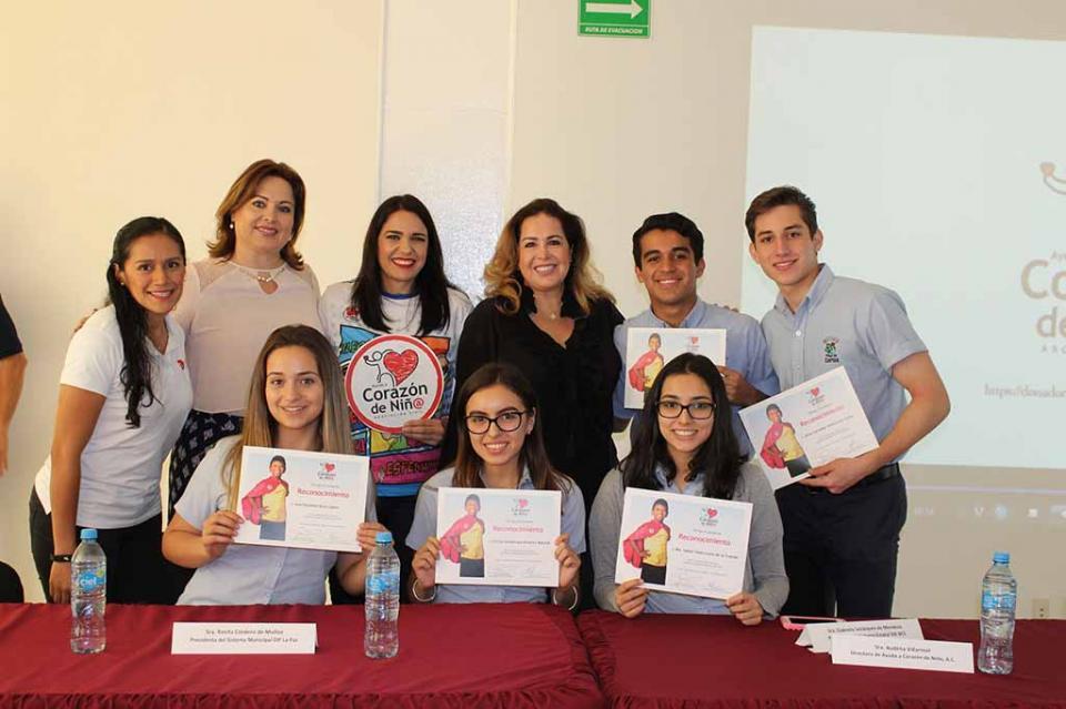 Fundación Corazón de Niño entrega reconocimientos a participantes de la carrera