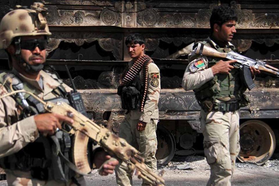 Ataque a soldados afganos en una mezquita deja 27 muertos y 79 heridos