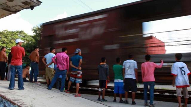 Escindidos, migrantes van hacia Córdoba, Puebla y Ciudad de México
