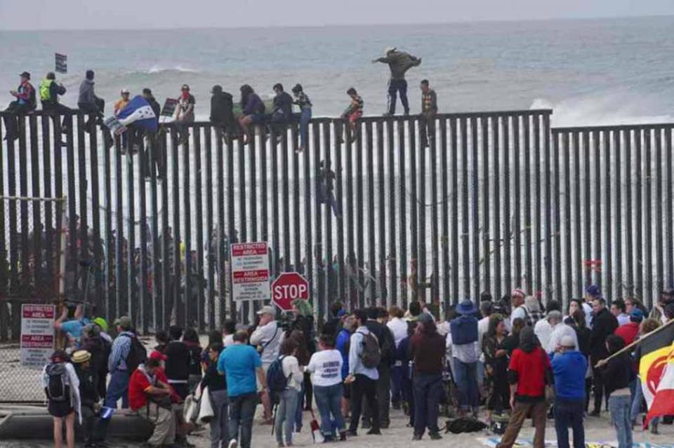 Detenidos, 98 hondureños que intentaron cruzar a EUA; serán deportados, señala Migración