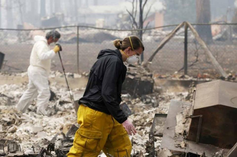 Aumentan a 76 el número de muertos por incendios en California