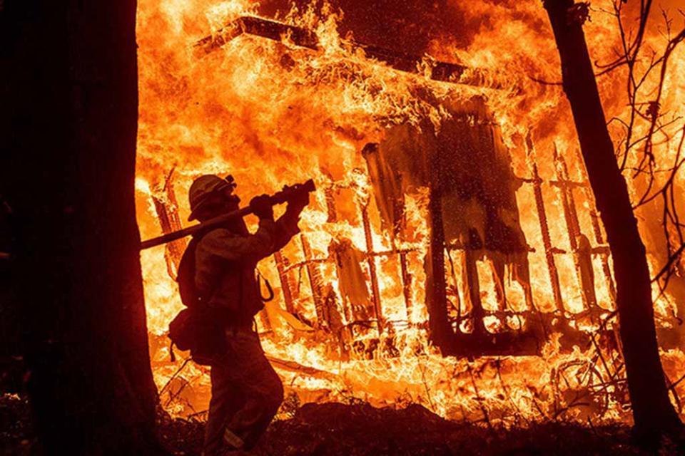 Incendios en California han dejado 84 muertos y 14 mil casas destruidas