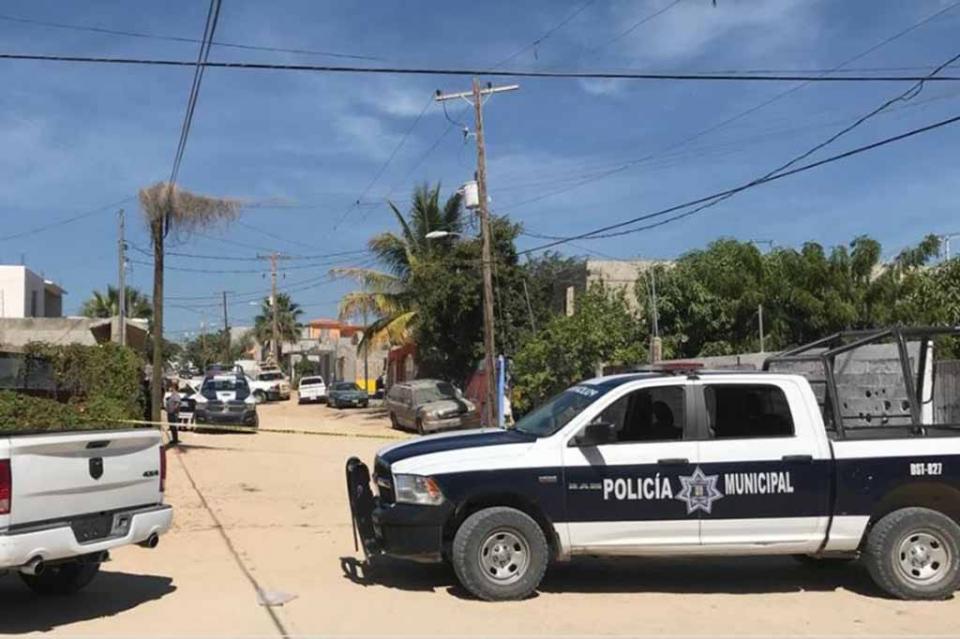 Encuentran mujer muerta dentro de camioneta en CSL