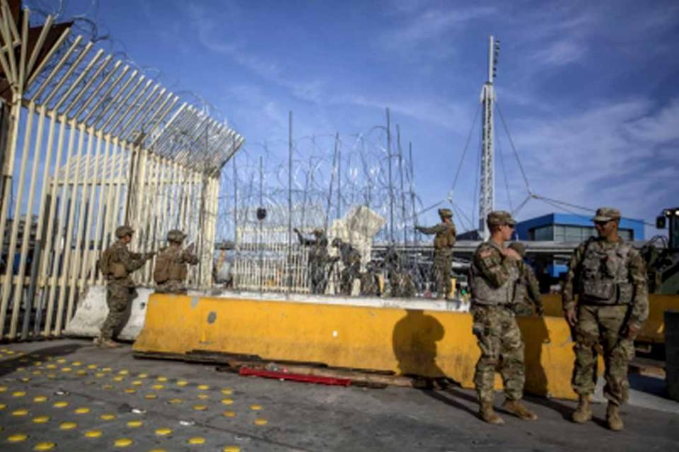 Autoridades de EUA cierran en garitas de California ante caravana