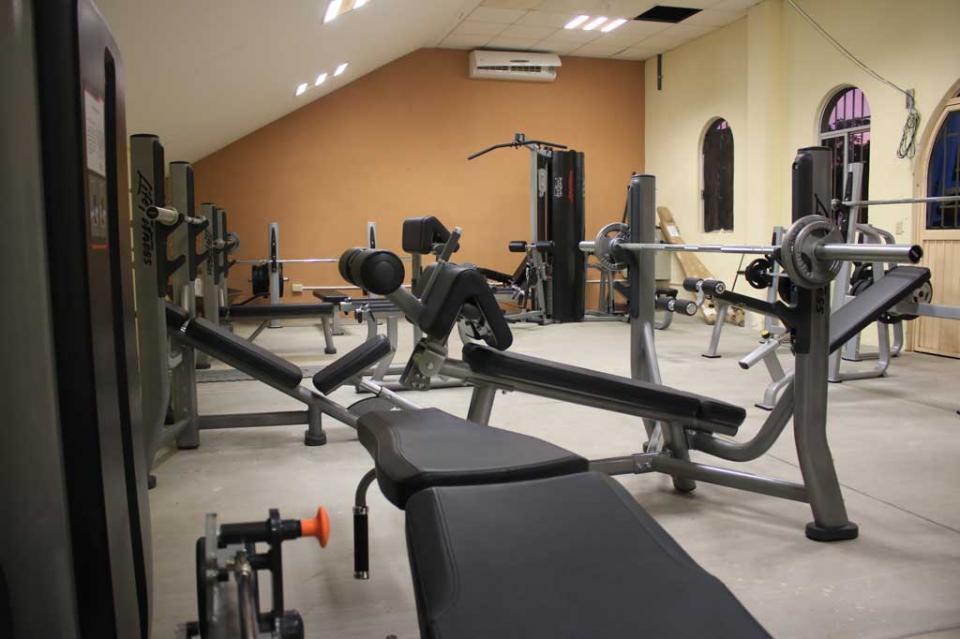 Cuenta UABCS con nuevo gimnasio de pesas para sus contingentes deportivos