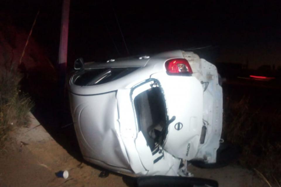 Dos mujeres sufren volcadura en carretera Todos Santos