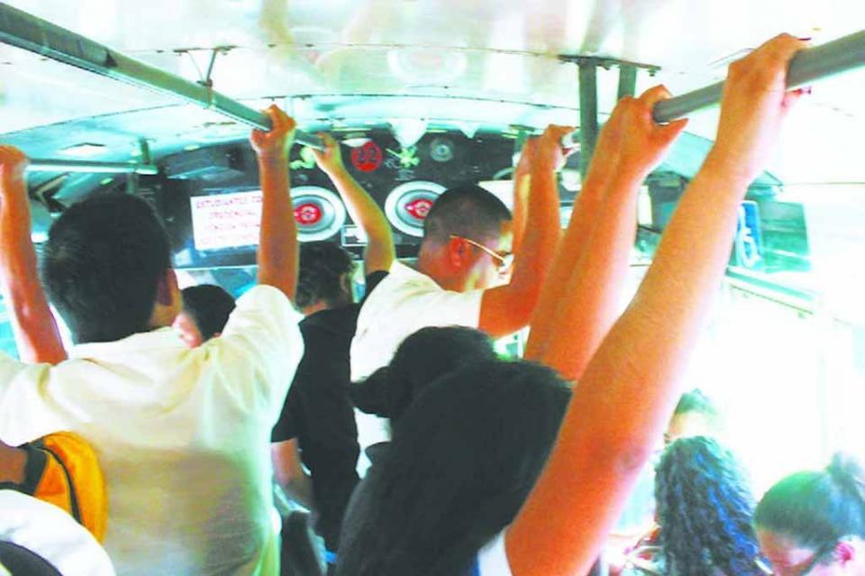 Piden alumnos del Cobach 04 que transportistas mejoren unidades y choferes sean más sensibles