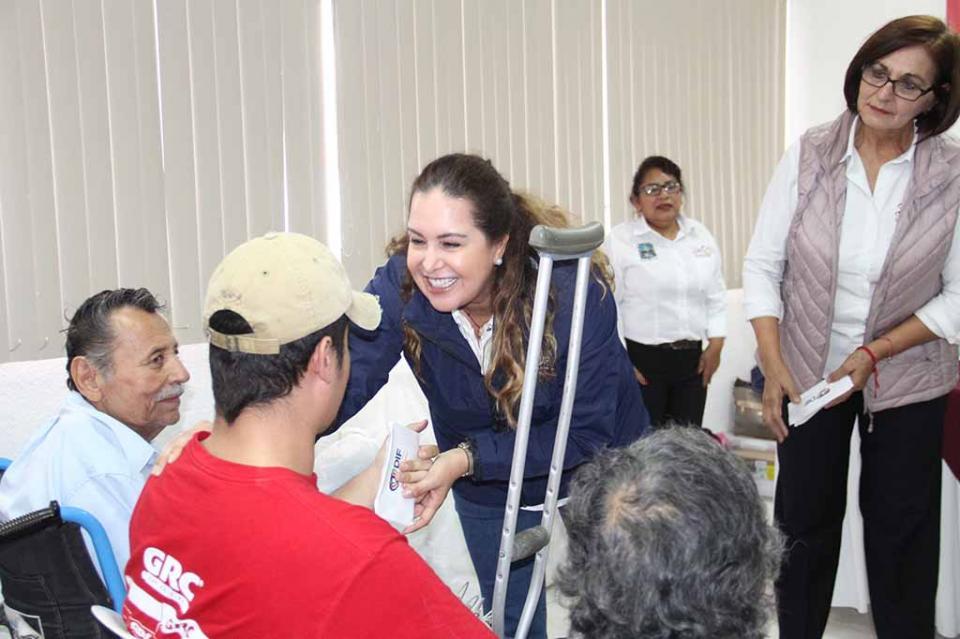 Entrega SEDIF pensiones alimentarias y humanitarias en los municipios de Loreto, Mulegé y Comondú