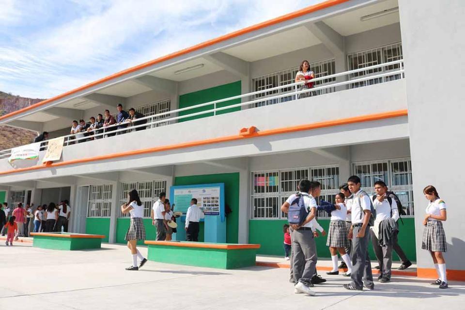 Ofrece Gobierno Estatal mejores espacios educativos a alumnos sudcalifornianos