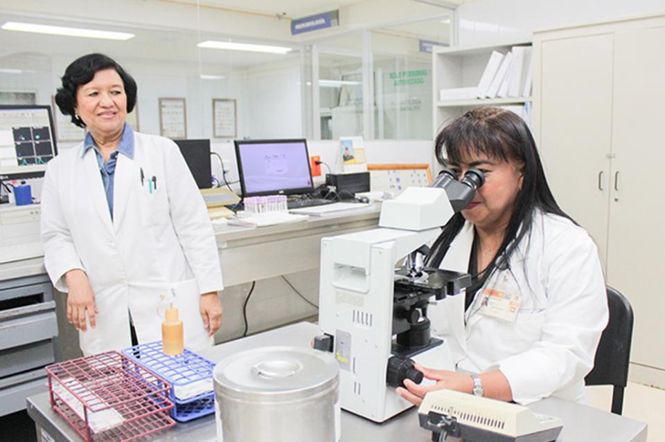 Mediante capacitación refuerza salud el funcionamiento de sus Laboratorios Clínicos