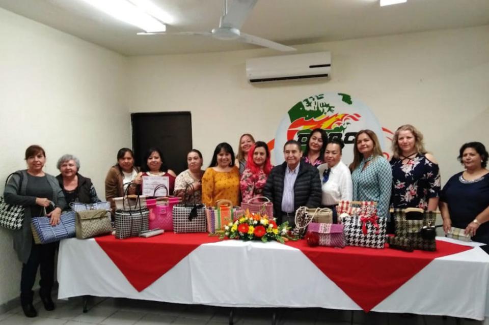 """Concluye la CROC cursos de """"auto empleo"""" y entrega reconocimientos a participantes en La Paz"""