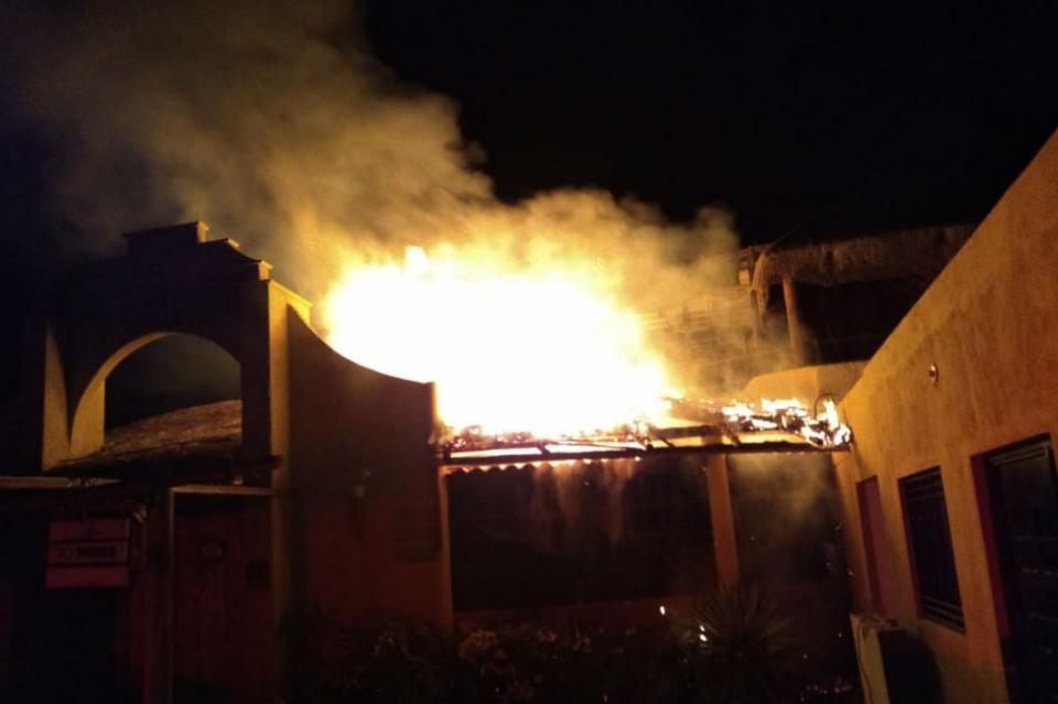 Se incendia pizzería en La Paz