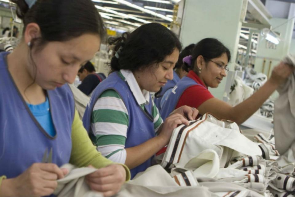 Industria maquiladora ofrecerá trabajo a migrantes que cubran el perfil