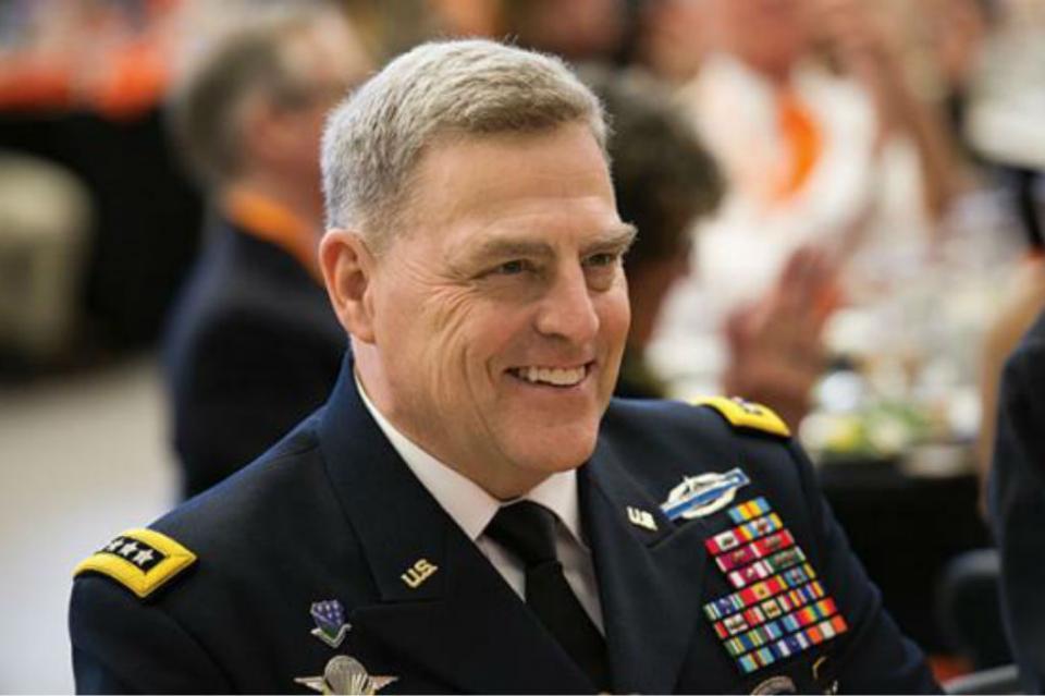 Designa Trump al general Mark Milley como jefe del Estado Mayor Conjunto