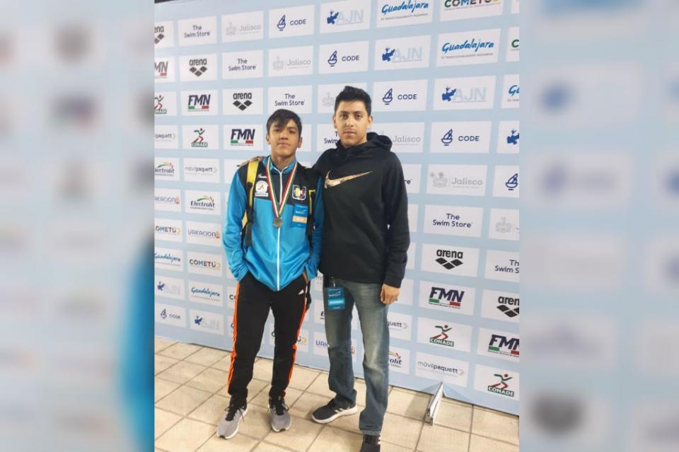 Ismael Estrada logra medalla de plata en Nacional de Natación