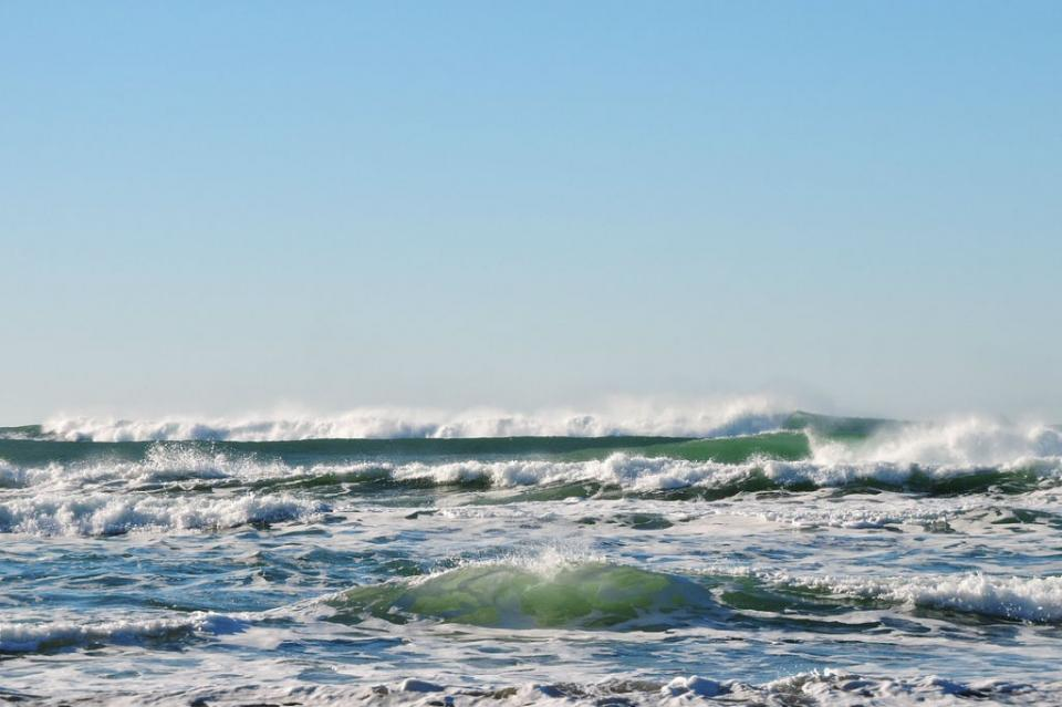 Reportan a persona arrastrada por las olas en Migriño