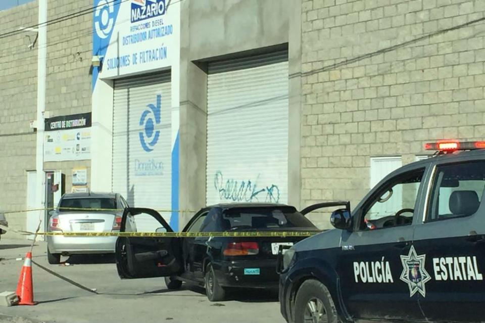 Detienen a ladrones que arrebataron bolso a mujer afuera de tienda Ley de Camino Real