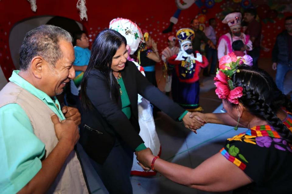 """Convive Armida Castro con familias de CSL durante festival """"El Tamal le dijo a la Olla"""""""