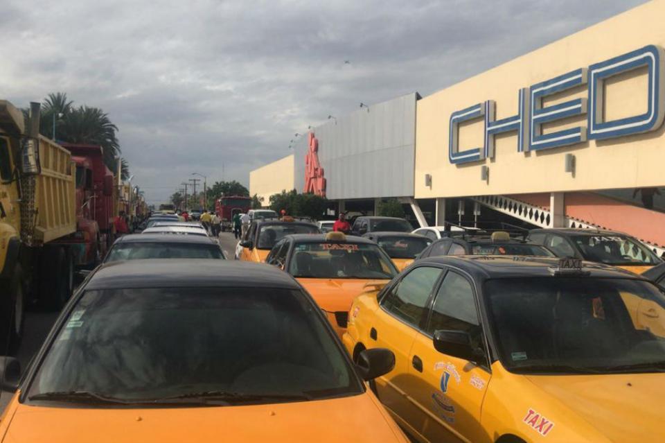 Taxistas cierran calles de La Paz con manifestación contra Ley que permite UBER