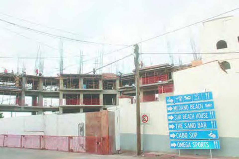 Construyen con presunta licencia falsa a un lado de hotel Me: Álvaro Ramírez Gálvez