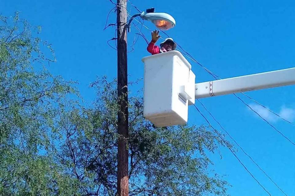 Intenso trabajo de alumbrado público en la zona rural: Manuel Núñez Salas