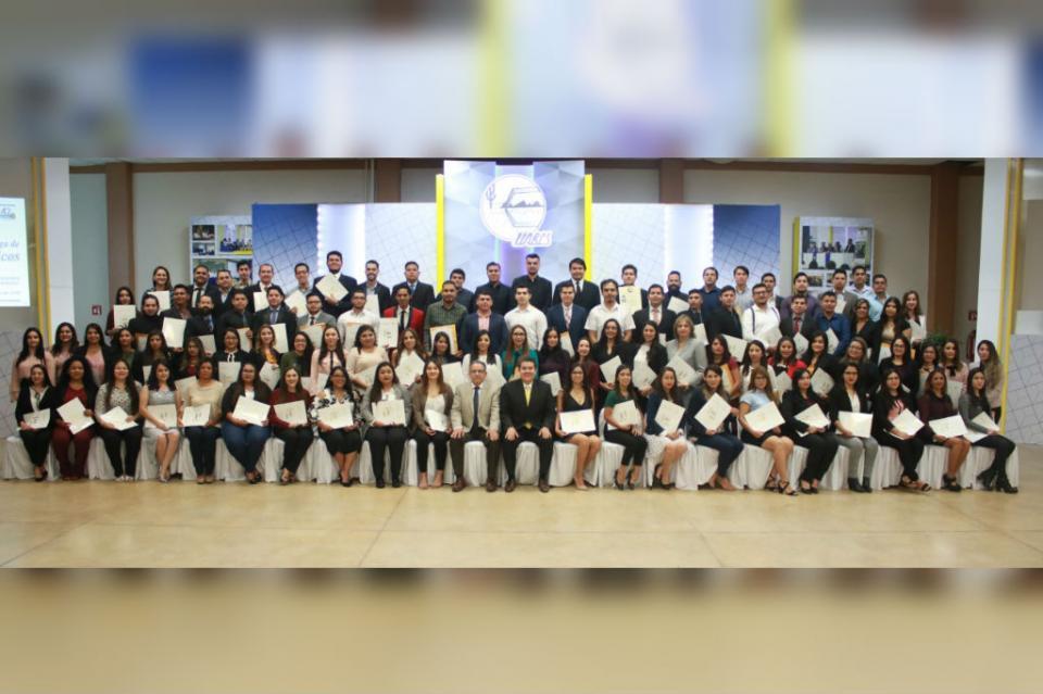 Titula UABCS 132 egresados de nivel licenciatura