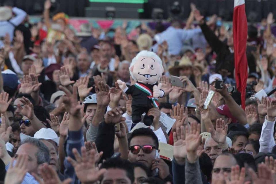 """Esperaban festejar en el Zócalo """"hasta que el cuerpo aguante"""""""