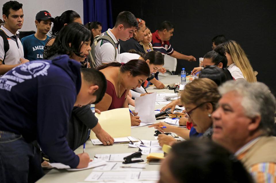 En apoyo a la economía familiar se realizó el pago de 2 mil 799 becas a estudiantes