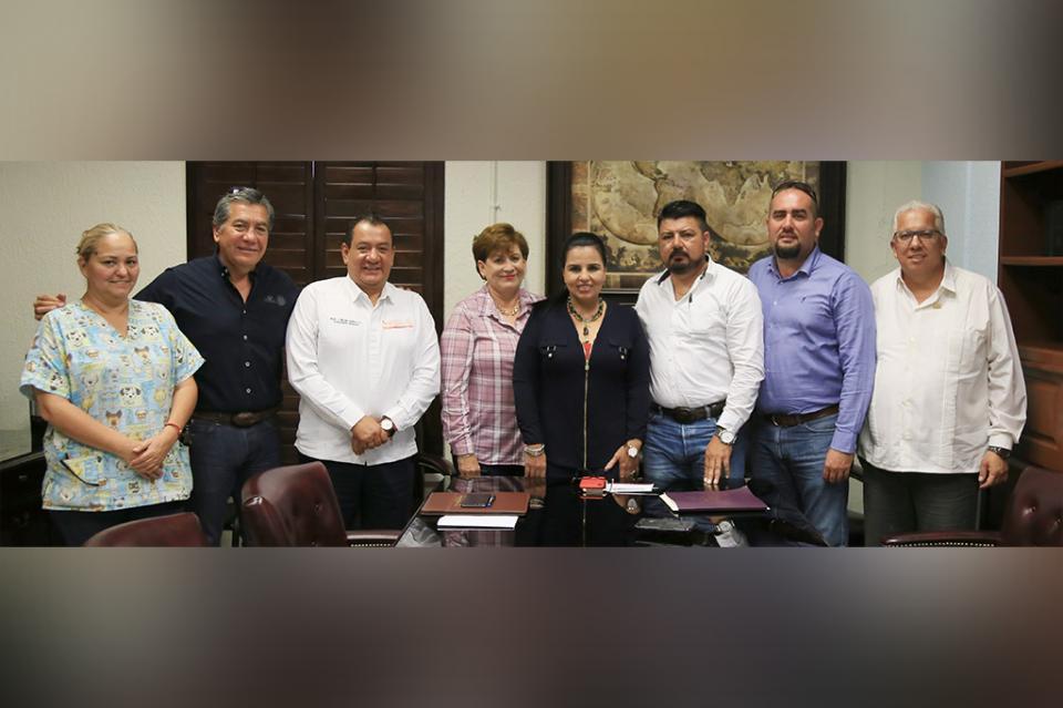 Se reúne Armida Castro con maestros de Los Cabos