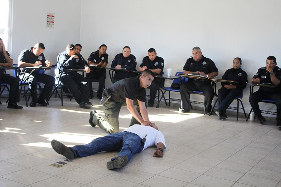 Policías de Los Cabos reciben capacitación en medicina de combate