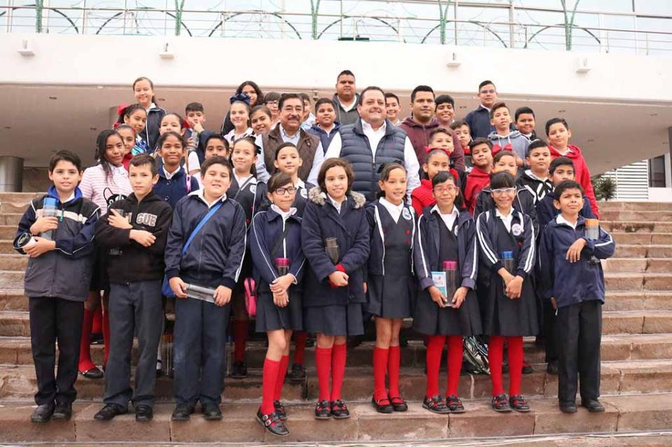 Alumnos de la primaria 3 de mayo recorren la Ruta de las Instituciones