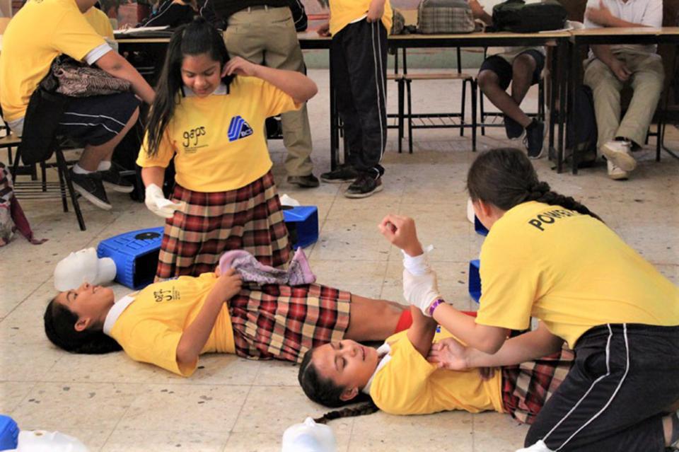 Se capacita a jóvenes paceños en primeros auxilios