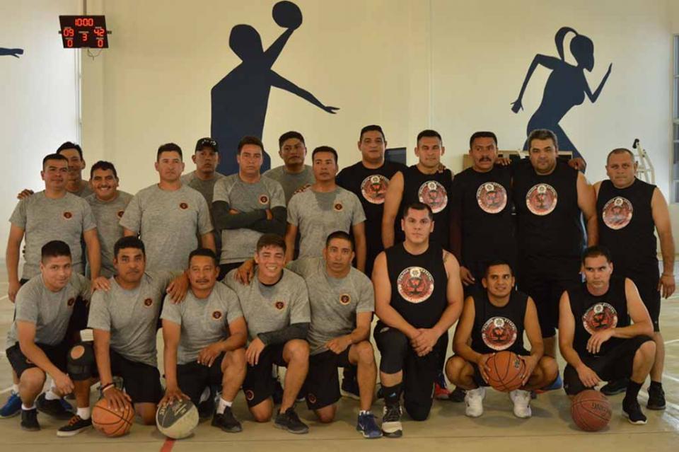 Encuentro deportivo entre elementos de la PEP y SEMAR