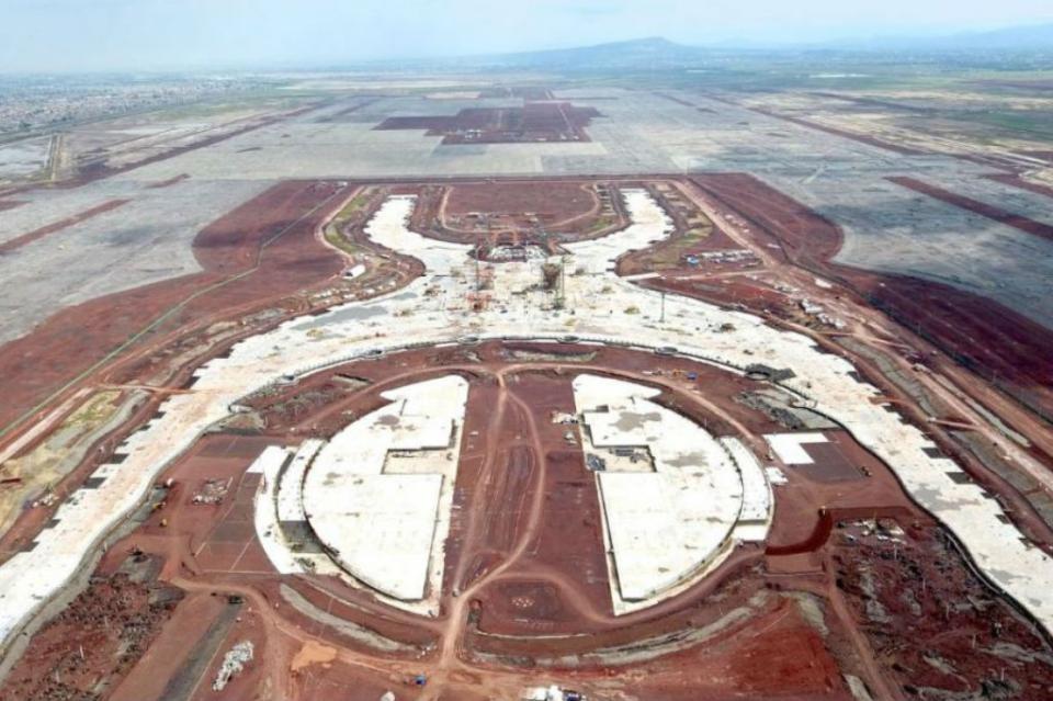 Suspendida oficialmente construcción de aeropuerto de Texcoco SCT